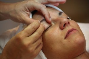 eye brow tinting